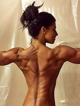Femlae muscle and extreme fitness