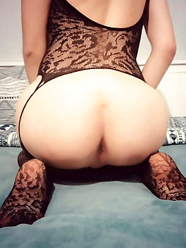 Chubby t-girl chick in her solo play